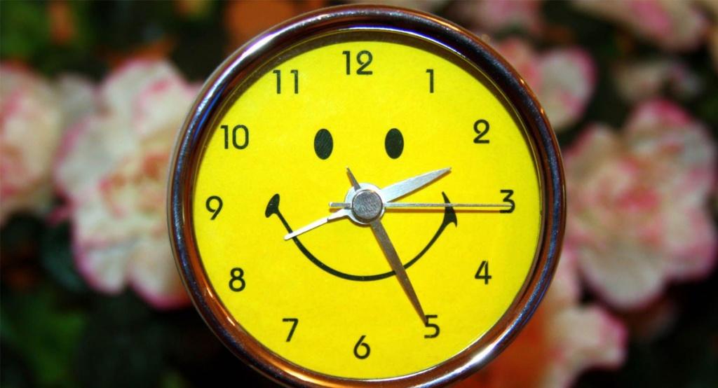 уточнили, что прикольные картинки с часами время шесть часов москве время работы